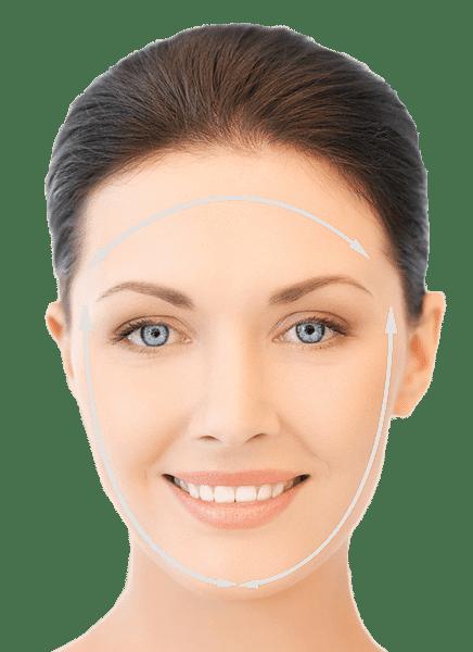 Yüz estetiği ameliyatı öncesi yüzü işaretlenmiş kadın