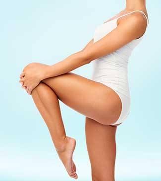 Liposuction ile bacaklarına yeniden şekil verilen kadın